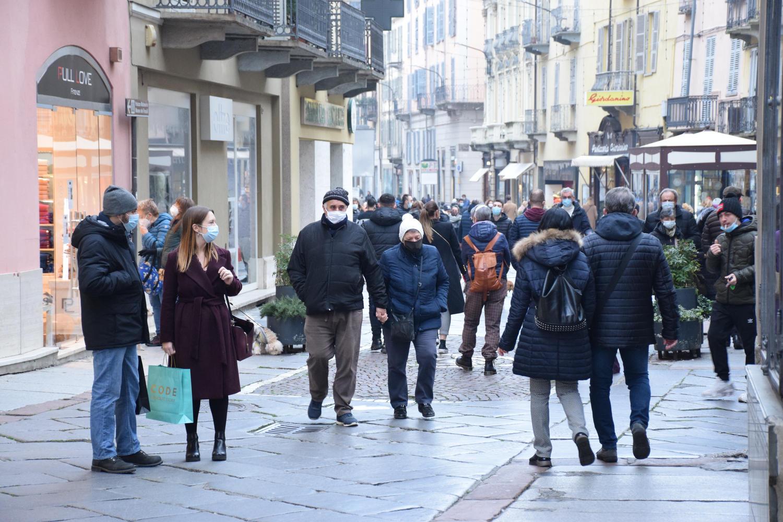 gente negozi strada