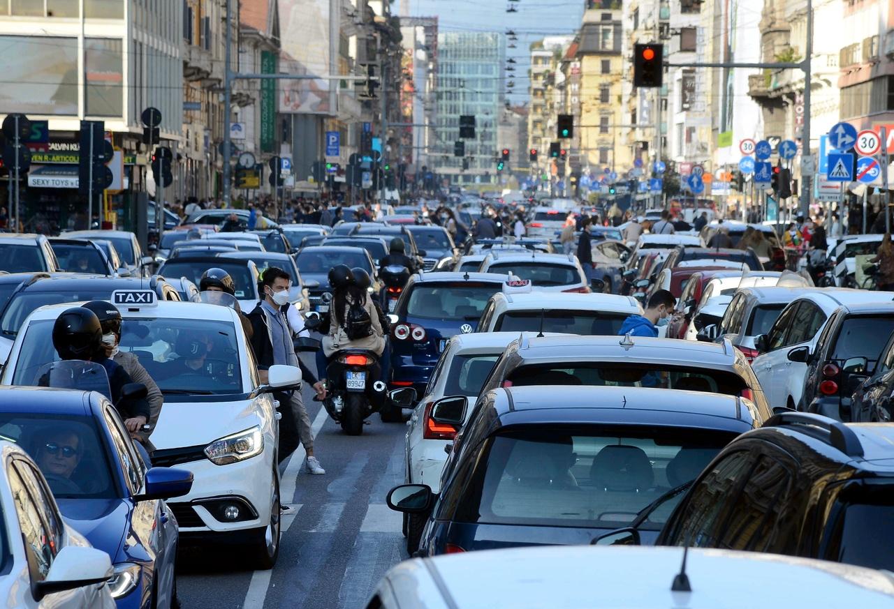 traffico milano auto