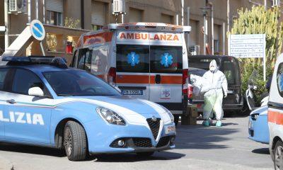 Ambulanza polizia camici Covid